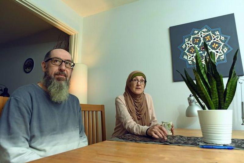 https: img.okezone.com content 2020 01 02 614 2148471 kisah-mualaf-wanita-cardiff-masuk-islam-setelah-sempat-tersesat-L4POtDEcmO.jpg