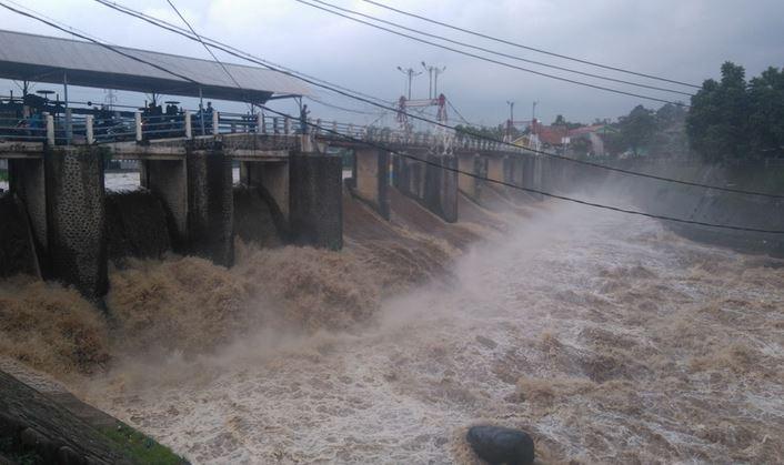https: img.okezone.com content 2020 01 03 337 2148765 bendung-katulampa-beton-pengingat-banjir-peninggalan-belanda-7L3lYs3yAb.JPG
