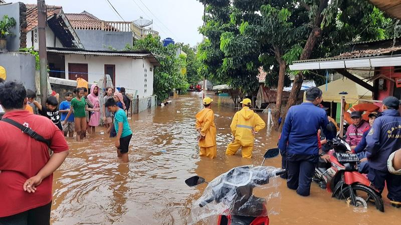 https: img.okezone.com content 2020 01 03 481 2148844 pertolongan-pertama-jika-bayi-dan-lansia-terserang-hipotermia-di-daerah-banjir-MeiUCGs4MA.jpg