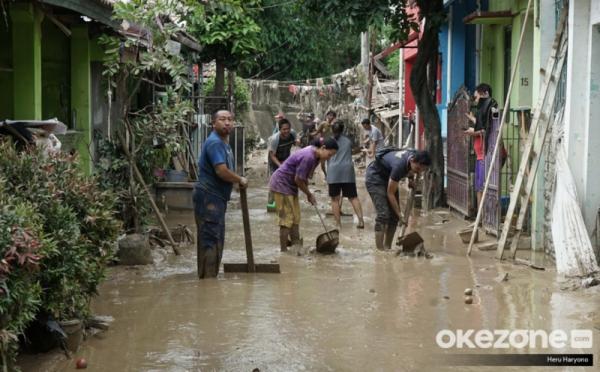 https: img.okezone.com content 2020 01 05 470 2149514 bersihkan-rumah-pasca-banjir-6-hal-yang-boleh-dan-tidak-untuk-dilakukan-HPmbNaatOP.jpg