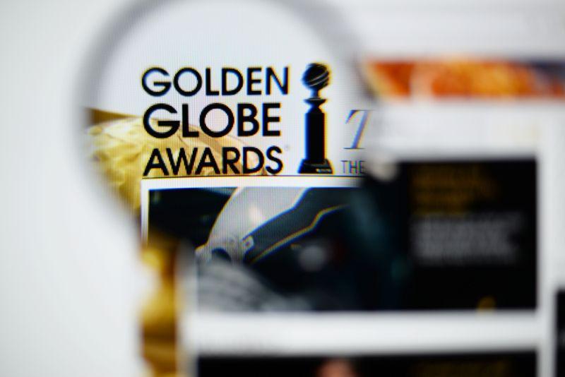 https: img.okezone.com content 2020 01 06 194 2149783 dari-jodie-comer-hingga-jlo-ini-deretan-busana-terbaik-golden-globes-2020-VmV226OhMx.jpg