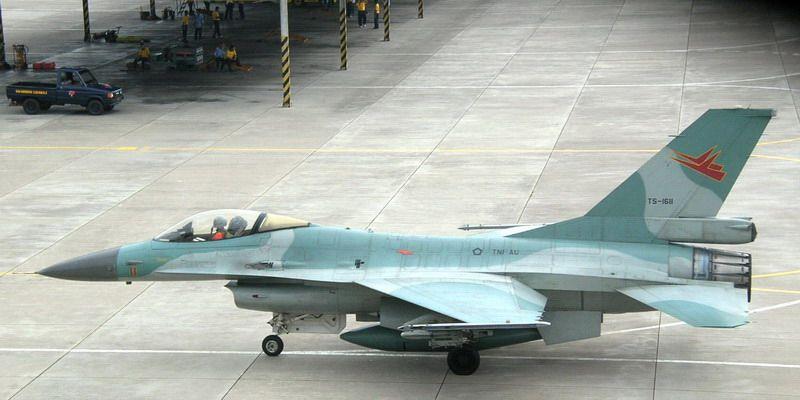 https: img.okezone.com content 2020 01 06 337 2149911 natuna-memanas-lanud-roesmin-nurjadin-siap-kerahkan-pesawat-f-16-LxmXutBGDJ.jpg