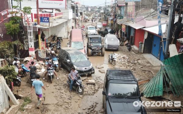 https: img.okezone.com content 2020 01 06 337 2149957 korban-tewas-akibat-banjir-bertambah-jadi-67-orang-1-hilang-ieeEWgBN4d.jpg