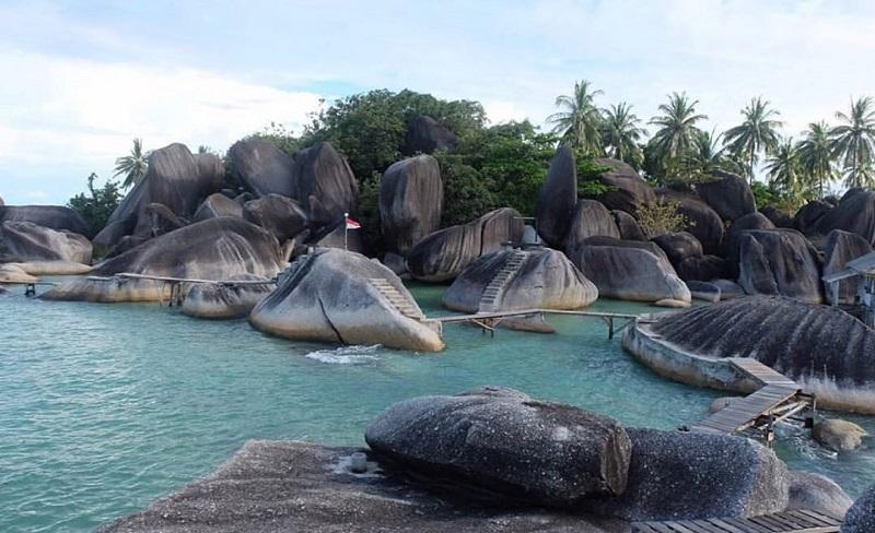 https: img.okezone.com content 2020 01 06 406 2149825 5-destinasi-wisata-di-natuna-ujung-utara-indonesia-yang-memesona-ov3NKBtYZF.jpg