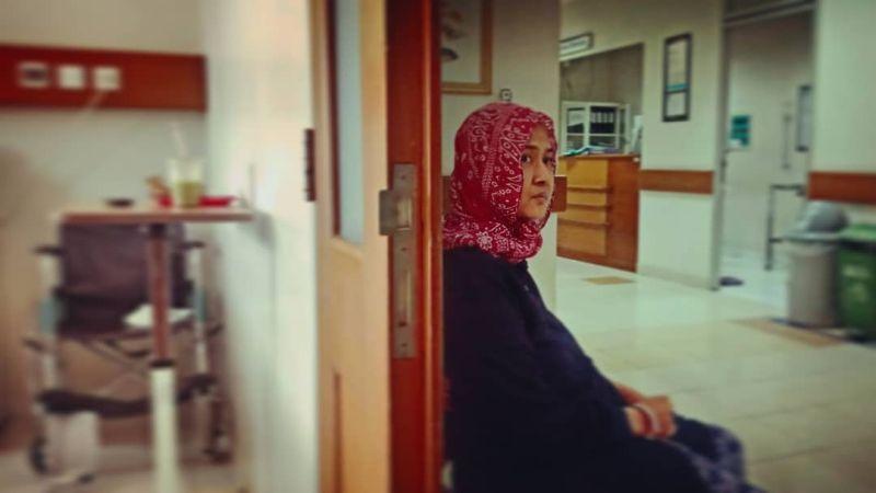 https: img.okezone.com content 2020 01 06 481 2149676 perjalanan-ria-irawan-10-tahun-lawan-kanker-kelenjar-getah-bening-jTx7NUhaEX.jpg