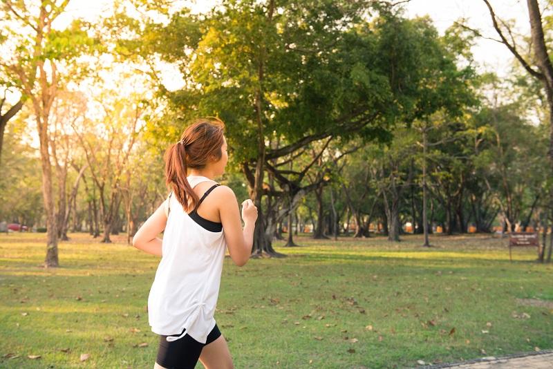 https: img.okezone.com content 2020 01 06 481 2149746 memasuki-tahun-baru-ini-5-resolusi-hidup-sehat-yang-perlu-anda-lakukan-Kvw4JCRvFj.jpg