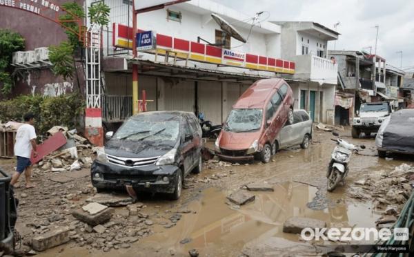 https: img.okezone.com content 2020 01 07 52 2150418 diskon-bagi-pemilik-mobil-daihatsu-yang-jadi-korban-banjir-HgoTmcW08O.jpg