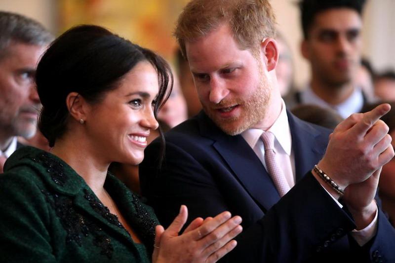 https: img.okezone.com content 2020 01 09 18 2150938 pangeran-harry-dan-meghan-markle-mundur-sebagai-anggota-senior-kerajaan-inggris-8gkBIEv3Jr.jpg