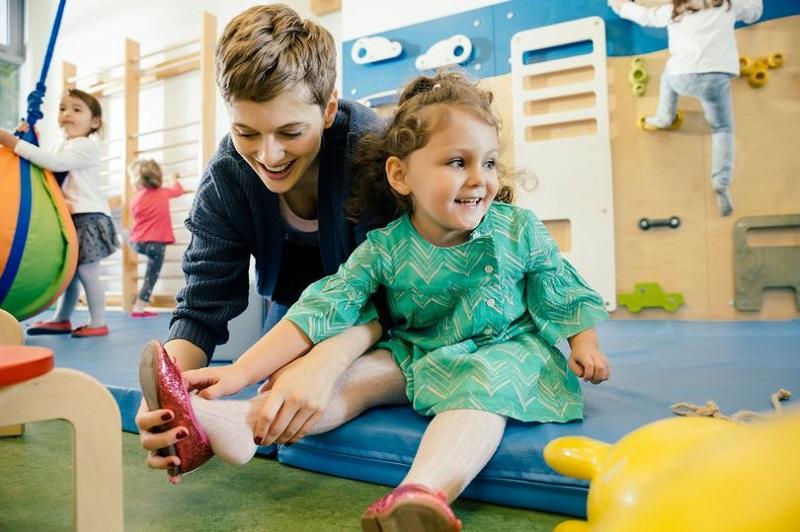 https: img.okezone.com content 2020 01 09 196 2151257 9-cara-mendidik-anak-agar-mentalnya-kuat-dan-mandiri-ZcCbXlIok8.jpg