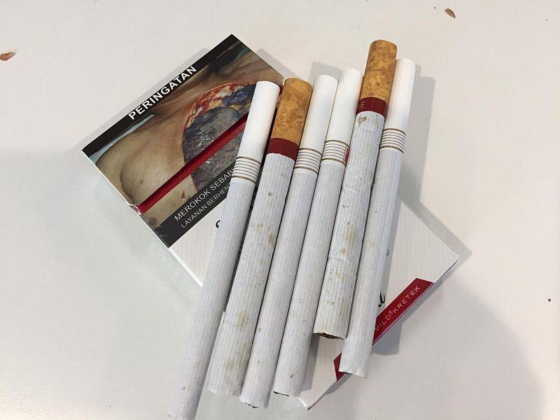 https: img.okezone.com content 2020 01 09 320 2151122 harga-rokok-mulai-naik-1-januari-2020-ini-beda-harga-di-pasaran-dan-minimarket-ORQ1hhtw2E.jpg