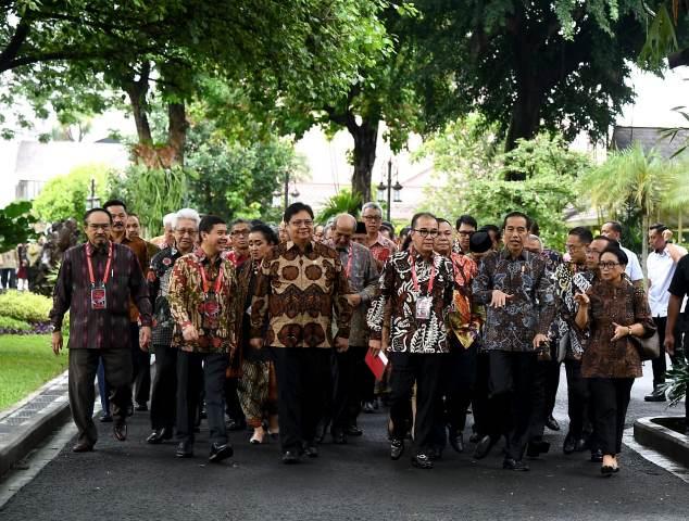 https: img.okezone.com content 2020 01 09 337 2151029 jokowi-ingin-dubes-berperan-sebagai-duta-ekspor-produk-indonesia-oNv4bxca9S.jpg