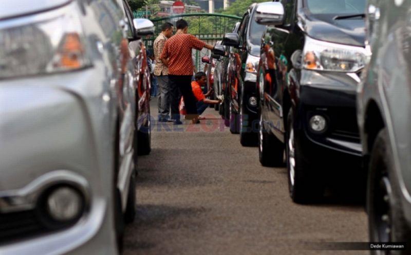 https: img.okezone.com content 2020 01 09 338 2151221 sah-pemilik-kendaraan-tanpa-garasi-di-kota-depok-bisa-didenda-rp20-juta-xhaYGVJZfw.jpg