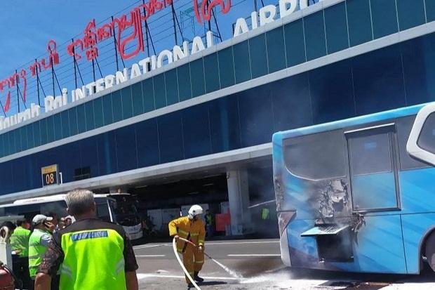 https: img.okezone.com content 2020 01 10 244 2151528 bus-terbakar-di-bandara-ngurah-rai-bali-diduga-akibat-mesin-rusak-9PG7vz41Vm.jpg