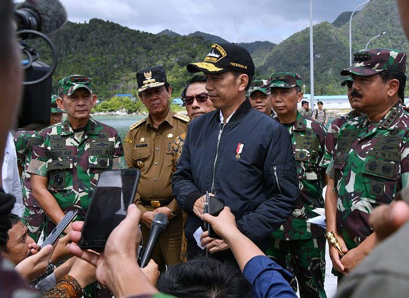 https: img.okezone.com content 2020 01 10 337 2151295 kunjungan-jokowi-ke-natuna-merupakan-bentuk-kepedulian-terhadap-kedaulatan-indonesia-3uvWu3zqub.jpg