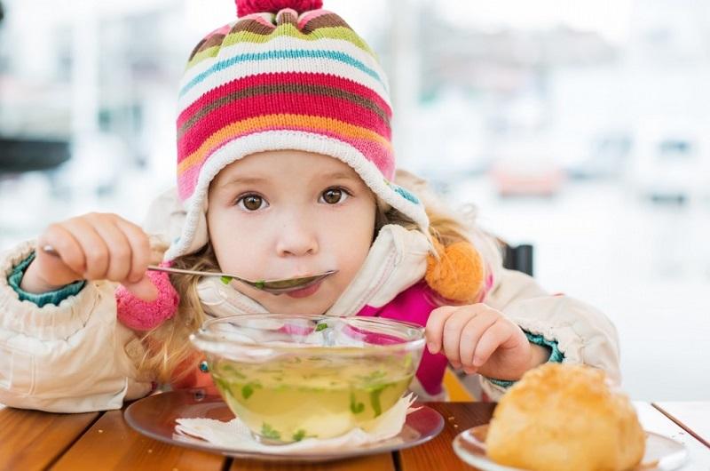 https: img.okezone.com content 2020 01 10 481 2151546 anak-flu-dan-batuk-sembuhkan-secara-alami-dengan-5-makanan-ini-vEBYCitAeh.jpg
