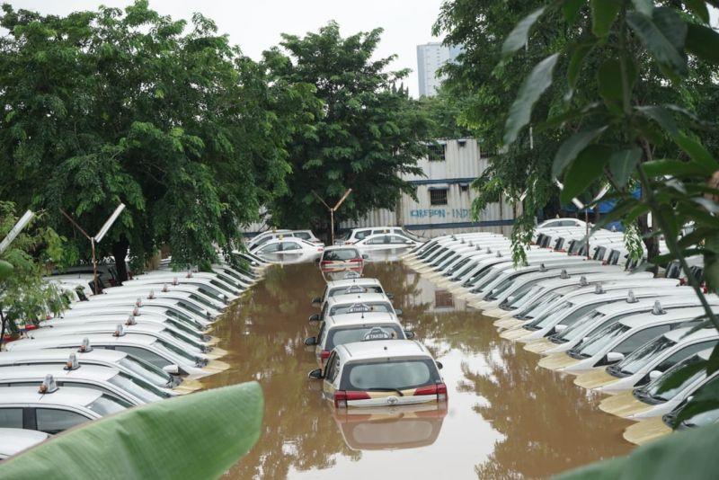 https: img.okezone.com content 2020 01 10 616 2151376 adab-menjual-mobil-bekas-terendam-banjir-dalam-islam-NDhgSAA2BG.jpg