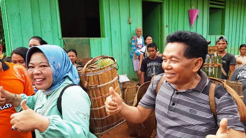 https: img.okezone.com content 2020 01 11 340 2151891 tradisi-nyandau-bermalam-di-tengah-hutan-demi-durian-jatuh-0on9aPA5e3.jpeg