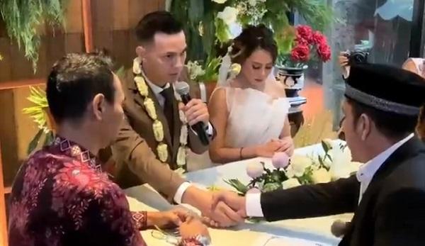 https: img.okezone.com content 2020 01 12 33 2152058 sah-marcell-darwin-dan-nabila-faisal-resmi-menikah-WWh42QVw2K.jpg