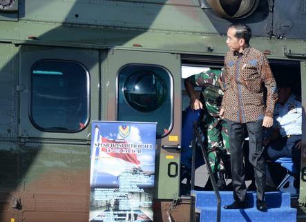 https: img.okezone.com content 2020 01 12 337 2151972 presiden-jokowi-tinjau-helikopter-caracal-di-lanud-halim-perdanakusuma-NnvEDTVSdm.JPG