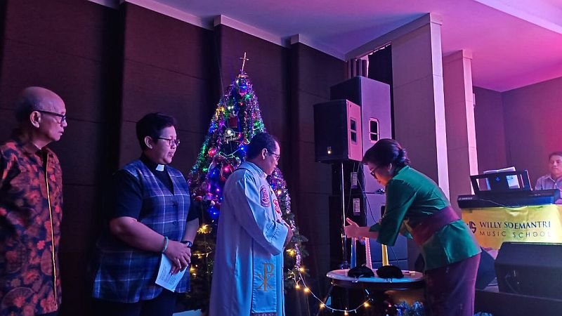 https: img.okezone.com content 2020 01 12 337 2152094 perayaan-natal-persatuan-umat-kristen-katolik-dihadiri-tokoh-lintas-agama-mrc9axeHIn.jpg