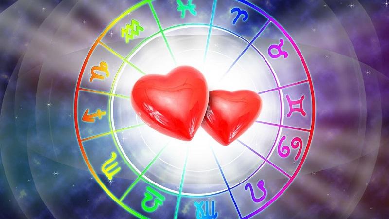 https: img.okezone.com content 2020 01 13 31 2152409 ramalan-zodiak-cinta-pekan-ini-waktunya-aquarius-untuk-membuka-hati-Mf7t031O1m.jpg