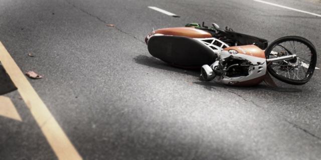 https: img.okezone.com content 2020 01 13 338 2152430 pengendara-di-kalimalang-tewas-tertabrak-truk-saat-hindari-kendaraan-jatuh-NN7d4qKQWa.jpg