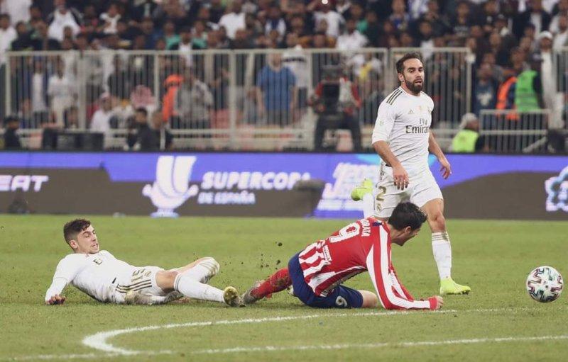 https: img.okezone.com content 2020 01 13 46 2152177 zidane-senang-valverde-jadi-pahlawan-kemenangan-madrid-di-piala-super-spanyol-7FQfulpusR.jpg