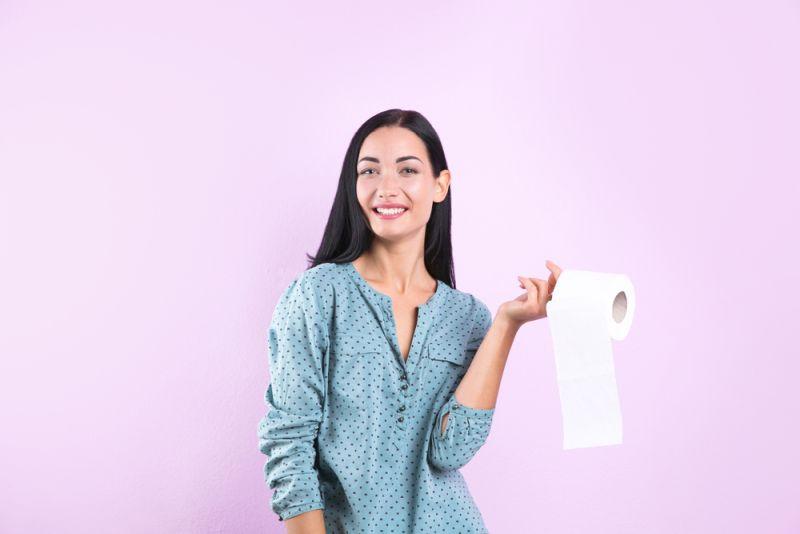 https: img.okezone.com content 2020 01 13 481 2152220 aneh-banget-ibu-muda-ini-kecanduan-makan-tisu-toilet-setiap-harinya-P8klLjgJTF.jpg