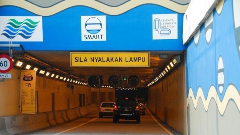 https: img.okezone.com content 2020 01 13 56 2152385 antisipasi-banjir-proyek-smart-tunnel-telan-biaya-rp7-1-triliun-wxv6lq9RHw.jpg