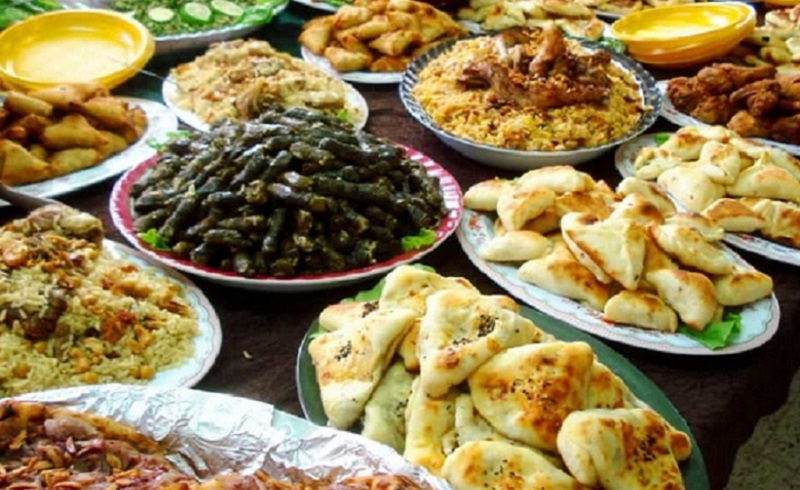 https: img.okezone.com content 2020 01 13 614 2152451 ini-4-faedah-makanan-halal-yang-perlu-anda-ketahui-yHmGryE32C.jpg
