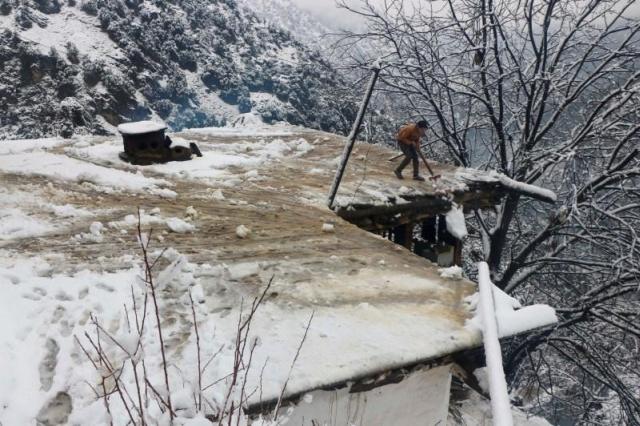 https: img.okezone.com content 2020 01 14 18 2152818 67-orang-tewas-akibat-tertimbun-longsor-salju-di-pakistan-vj1iSgLvII.jpg