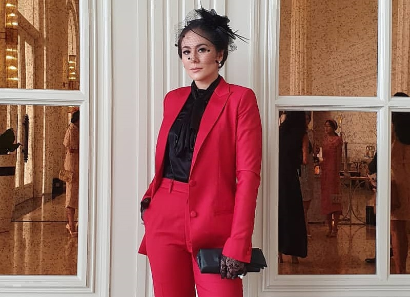 https: img.okezone.com content 2020 01 14 194 2152737 5-gaya-wulan-guritno-pakai-blazer-inspirasi-tampil-elegan-Ny9rgbCgIg.jpg