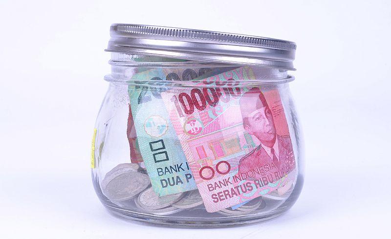 https: img.okezone.com content 2020 01 14 278 2152603 rupiah-menguat-tipis-ke-level-rp13-656-usd-v9TEq8oz7b.jpg