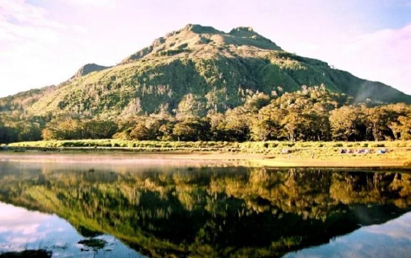 https: img.okezone.com content 2020 01 14 406 2152721 5-gunung-berpemandangan-indah-di-filipina-dijamin-segarkan-mata-GjBa7caDFH.jpg