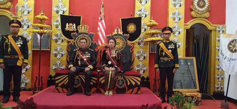 https: img.okezone.com content 2020 01 14 512 2152942 polisi-tangkap-raja-ratu-keraton-agung-sejagat-purworejo-ZpZ63Mp3NM.jpg