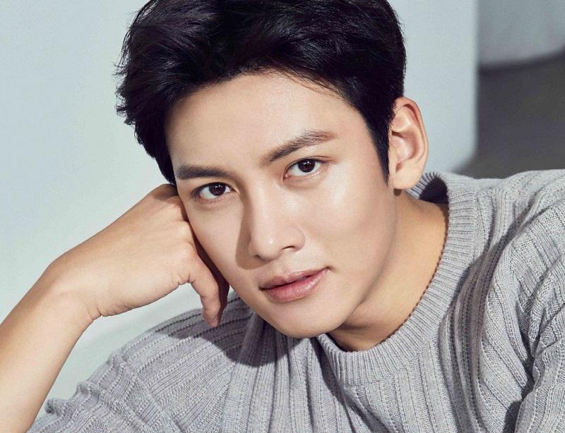 https: img.okezone.com content 2020 01 14 598 2152855 ji-chang-wook-dan-kim-yoo-jung-berpotensi-main-bareng-dalam-convenience-store-saet-byul-wFcit4E9AL.jpg
