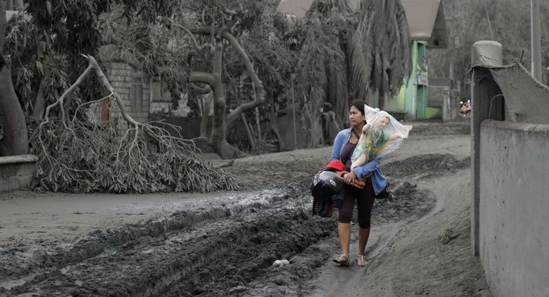 https: img.okezone.com content 2020 01 15 18 2153251 duterte-janji-bersihkan-zona-bencana-yang-hancur-akibat-erupsi-gunung-taal-j6THVTEYcM.jpg