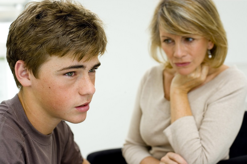 https: img.okezone.com content 2020 01 15 196 2153317 3-tanda-anak-bermental-lemah-akibat-pola-asuh-orangtua-yang-terlalu-mengatur-E8pD9nQB9X.jpg