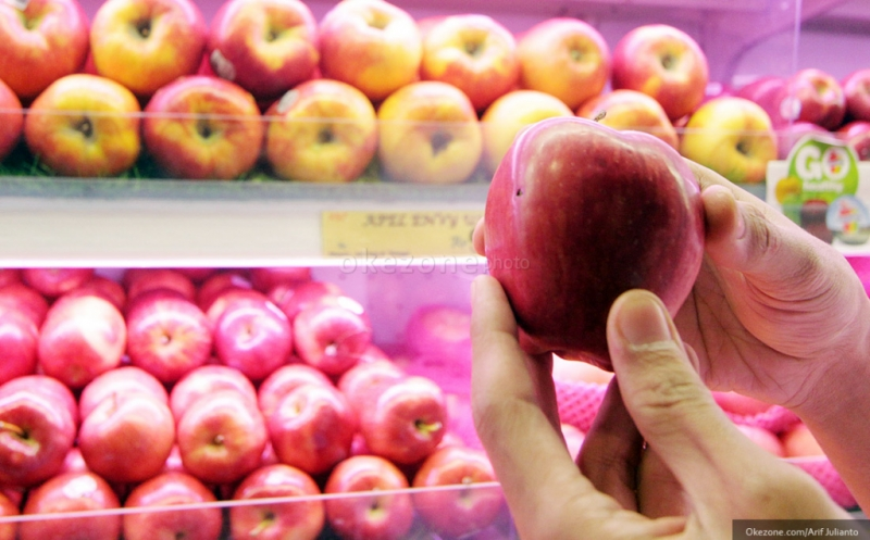 https: img.okezone.com content 2020 01 15 320 2153362 jelang-imlek-impor-buah-buahan-melonjak-jadi-usd236-6-juta-tG0UpO8DPa.jpg