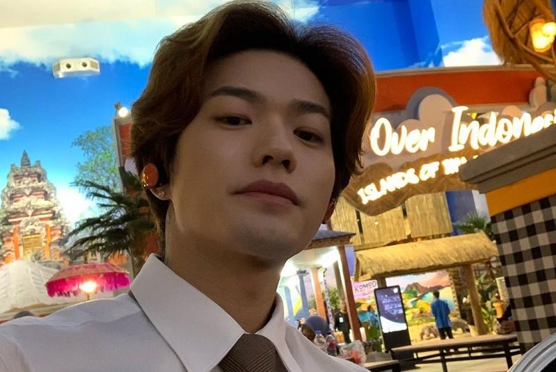 https: img.okezone.com content 2020 01 15 33 2153351 klarifikasi-lee-jeong-hoon-usai-diprotes-penggemar-blackpink-ZBYSApMyHd.jpg
