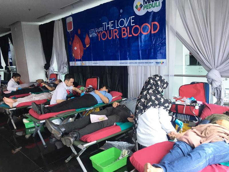 https: img.okezone.com content 2020 01 15 337 2153214 bersama-pmi-mnc-peduli-gelar-donor-darah-qFev0cIpPl.jpg
