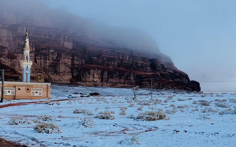 https: img.okezone.com content 2020 01 15 615 2153180 hujan-salju-kota-neom-di-arab-saudi-tampak-indah-bak-negeri-dongeng-YG448UuMkI.jpg