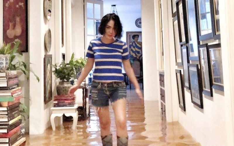 https: img.okezone.com content 2020 01 16 612 2153884 yuni-shara-berkisah-rumahnya-yang-sempat-terendam-banjir-9Godsr3Sek.jpg