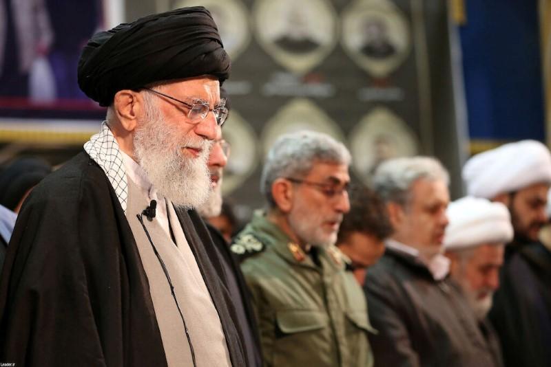 https: img.okezone.com content 2020 01 17 18 2154423 khamenei-sebut-dukungan-tuhan-beri-iran-kekuatan-tampar-wajah-as-DQMe6wPwac.jpg