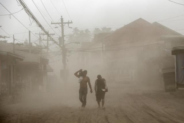 https: img.okezone.com content 2020 01 17 18 2154467 korban-erupsi-gunung-taal-tubuh-kami-baik-baik-tapi-pikiran-dan-hati-kami-kesakitan-rSjS6zP7Pa.jpg