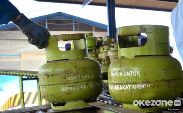 https: img.okezone.com content 2020 01 17 320 2154139 subsidi-gas-elpiji-3-kg-dialihkan-ylki-minta-pemerintah-tetapkan-harga-eceran-tertinggi-grm8dwcPao.jpg