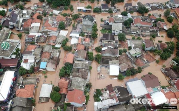https: img.okezone.com content 2020 01 17 470 2154211 waspada-banjir-bisa-merusak-struktur-dasar-rumah-6tf84IYh3J.jpg
