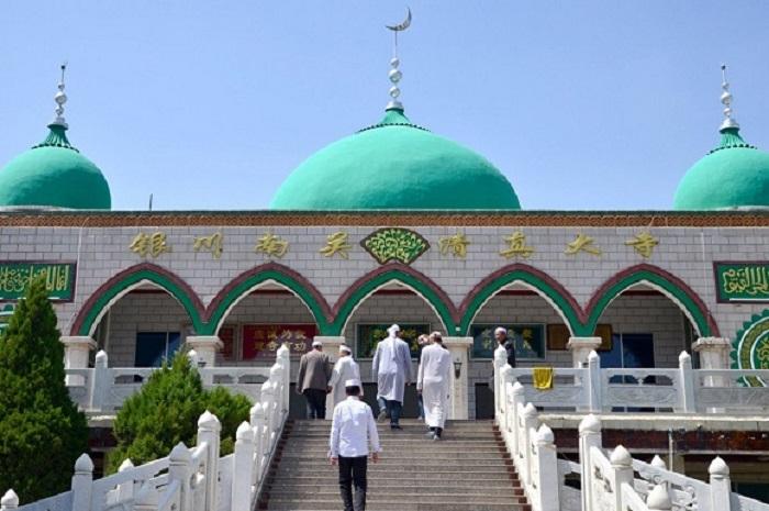https: img.okezone.com content 2020 01 17 618 2154131 hendak-berangkat-ke-masjid-untuk-salat-jumat-yuk-baca-doa-ini-IzKcE85ZpX.jpg