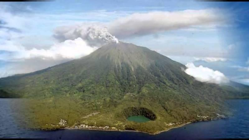 https: img.okezone.com content 2020 01 18 337 2154793 tiga-gunung-api-di-indonesia-masih-berstatus-level-iii-VUPMRG4yKH.jpg