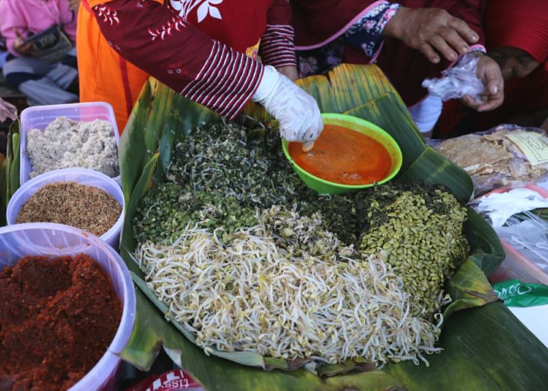 https: img.okezone.com content 2020 01 19 298 2155043 enaknya-nasi-pagar-bertabur-petai-kuliner-khas-grobogan-oz8Xsud4vZ.jpg